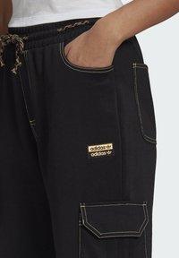 adidas Originals - PANTS - Cargo trousers - black - 3