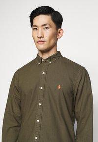 Polo Ralph Lauren - SLIM FIT OXFORD SHIRT - Koszula - defender green - 4