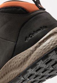 Columbia - SH/FT WP - Zapatillas de senderismo - dark grey/dark adobe - 5
