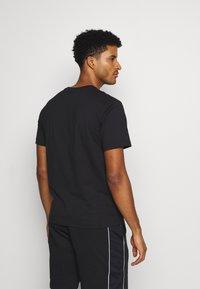 Champion - CREWNECK  - T-shirt imprimé - black - 2