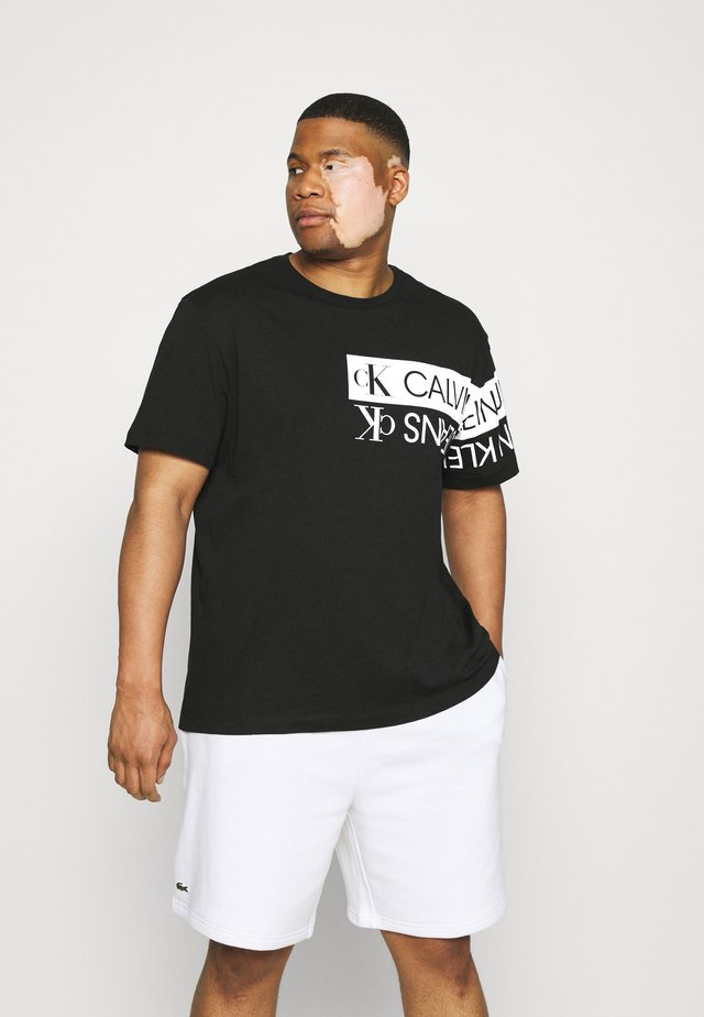 PLUS MIRROR LOGO SEASONAL TEE - T-shirt med print - black