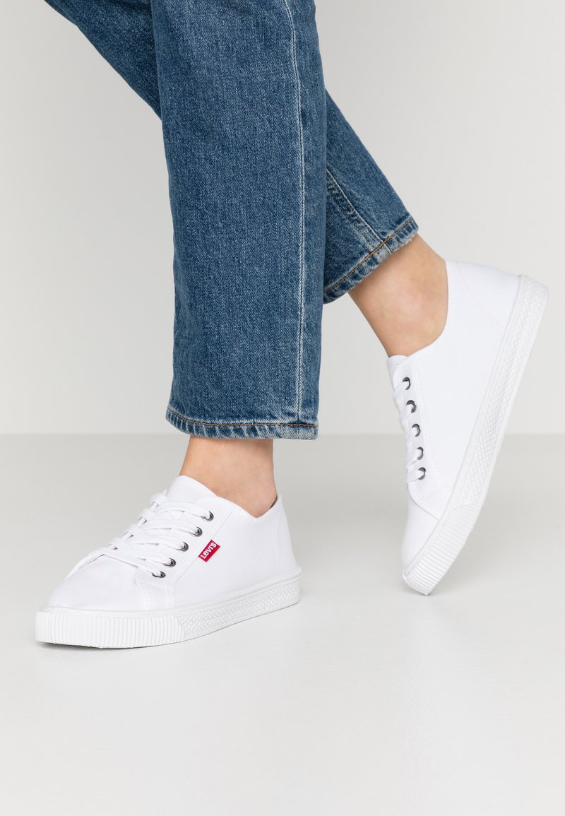 Levi's® - MALIBU BEACH - Baskets basses - brilliant white