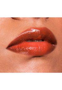 Linda Hallberg - FANTASTICK MULTI-USE LIPSTICK SPF15 - Lippenstift - cultured - 2