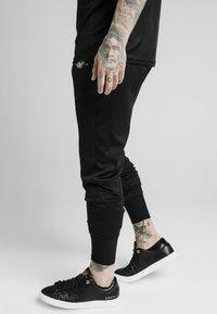 SIKSILK - SIKSILK TRANQUIL DUAL CUFF PANT - Pantaloni sportivi - black - 4