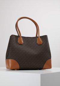MICHAEL Michael Kors - MERCER CENTER ZIP TOTE - Handbag - brown/acorn - 4