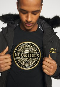 Glorious Gangsta - BOTTAGOT - T-shirt con stampa - black - 3