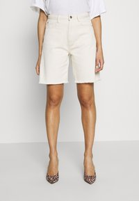 Missguided - FRAYED LONG LINE - Denim shorts - sand - 0