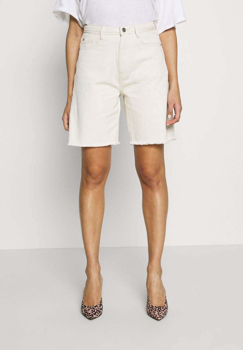 Missguided - FRAYED LONG LINE - Denim shorts - sand