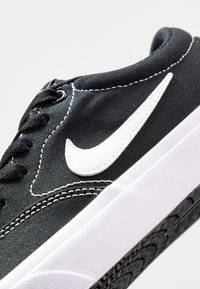 Nike SB - CHARGE - Baskets basses - black/white - 2