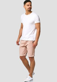 INDICODE JEANS - CASUAL FIT - Shorts - cameo rose - 1