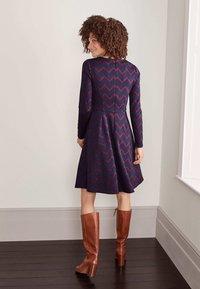 Boden - ANNIE  - Jersey dress - navy/rubinrot, einfarbiges zickzackmuster - 2