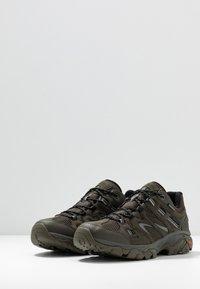 Hi-Tec - RAVUS VENT LITE LOW WATERPROOF - Hiking shoes - olive night/black/cool grey - 2