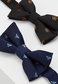 Burton Menswear London - CROWN&WASP 2 PACK - Pajarita - black - 3