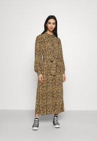 Colourful Rebel - KERA LEOPARD SHIRT DRESS BROWN - Blousejurk - brown - 0
