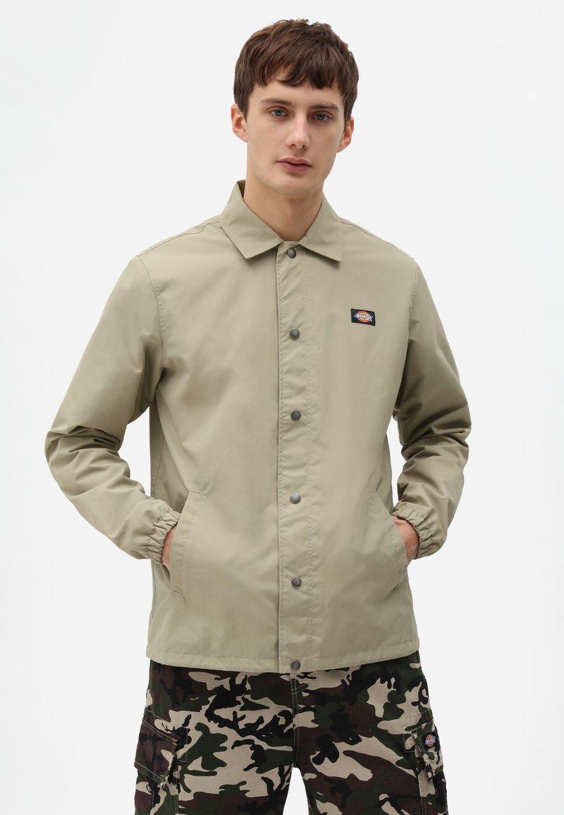 Dickies - OAKPORT COACH - Summer jacket - khaki
