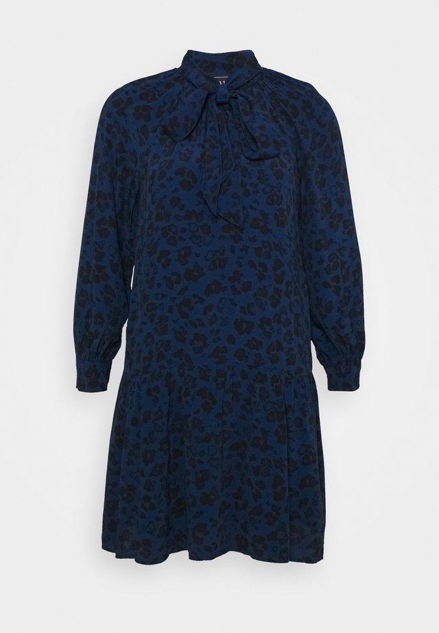 BOW NECK DROP WAIST - Korte jurk - blue animal