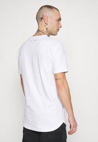 Supply & Demand - Triko spotiskem - white - 2