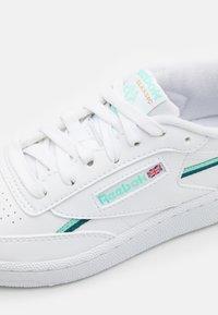 Reebok Classic - CLUB C 85 VEGAN - Sneaker low - footwear white/hint mint/midnight pine - 5
