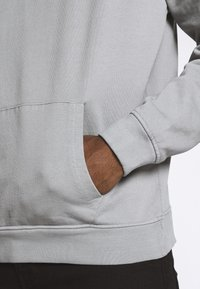 Mennace - ESSENTIAL REGULAR OVERHEAD HOODY WITH SIGNATURE - Felpa con cappuccio - slate grey - 5