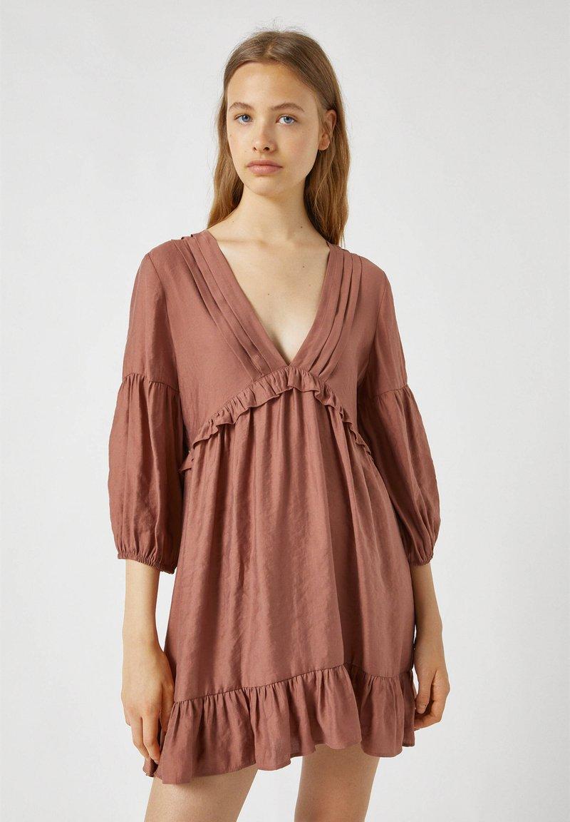 PULL&BEAR - MIT TUNNELBUND - Day dress - rose