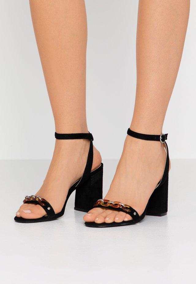 GIANNI - Korolliset sandaalit - black