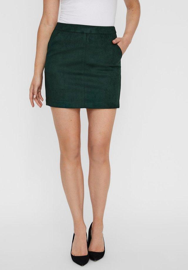 VMDONNA DINA - Pencil skirt - pine grove