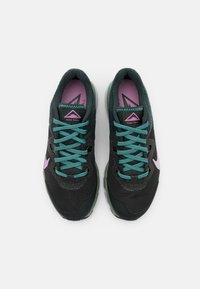 Nike Performance - JUNIPER TRAIL - Zapatillas de trail running - off noir/beyond pink/seaweed/aurora green/spiral sage/light silver - 3