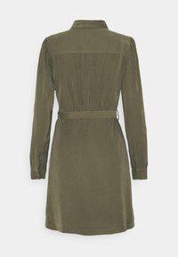 ONLY - ONLARIS LIFE PUFF SHORT DRESS - Shirt dress - kalamata - 7