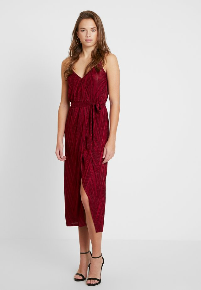 STRAPPY WRAP DRESS - Robe d'été - red
