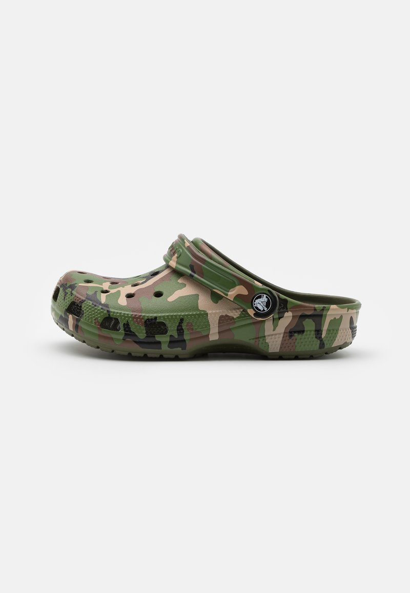 Crocs - CLASSIC UNISEX - Mules - army green/multicolor