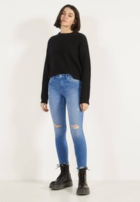 Bershka - Jeans Skinny Fit - blue-black denim - 1