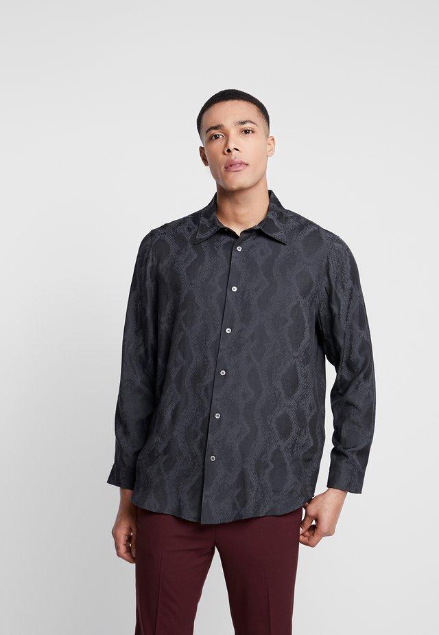 SEBBE REPTILE JACQUARD SHIRT - Shirt - black
