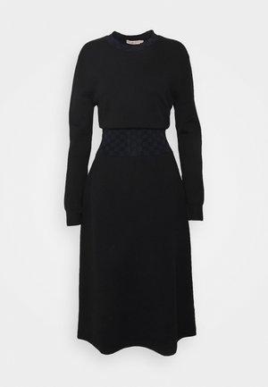 WAIST DRESS - Strikket kjole - black