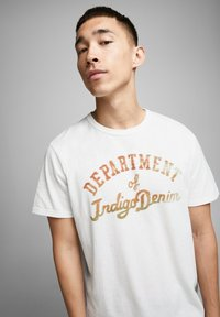 Jack & Jones PREMIUM - T-shirt med print - cloud dancer - 3