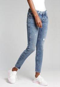 Gang - SKINNY FIT - Jeans Skinny Fit - azur vintage - 2