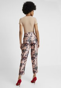 Scotch & Soda - PRINTED PANTS IN SHINY QUALITY - Bukse - pink - 2