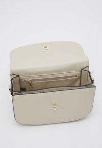 Seidenfelt - RONNE - Across body bag - beige - 2