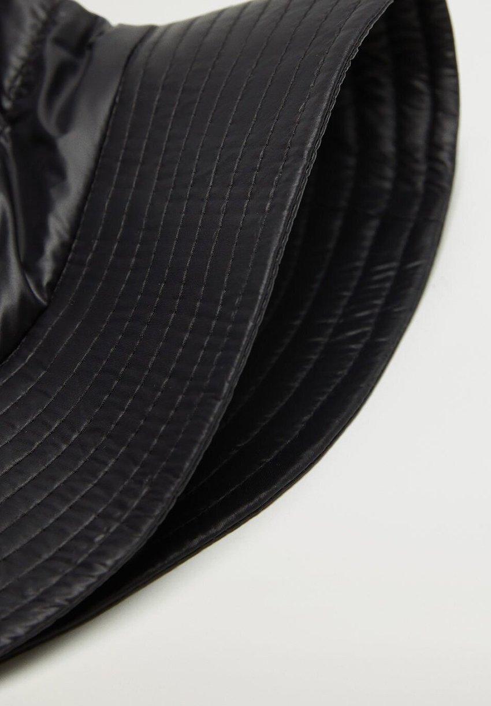 SHINNY Hatt černá