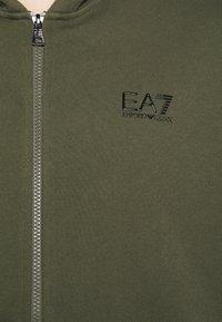EA7 Emporio Armani - FELPA - veste en sweat zippée - grape leaf - 6