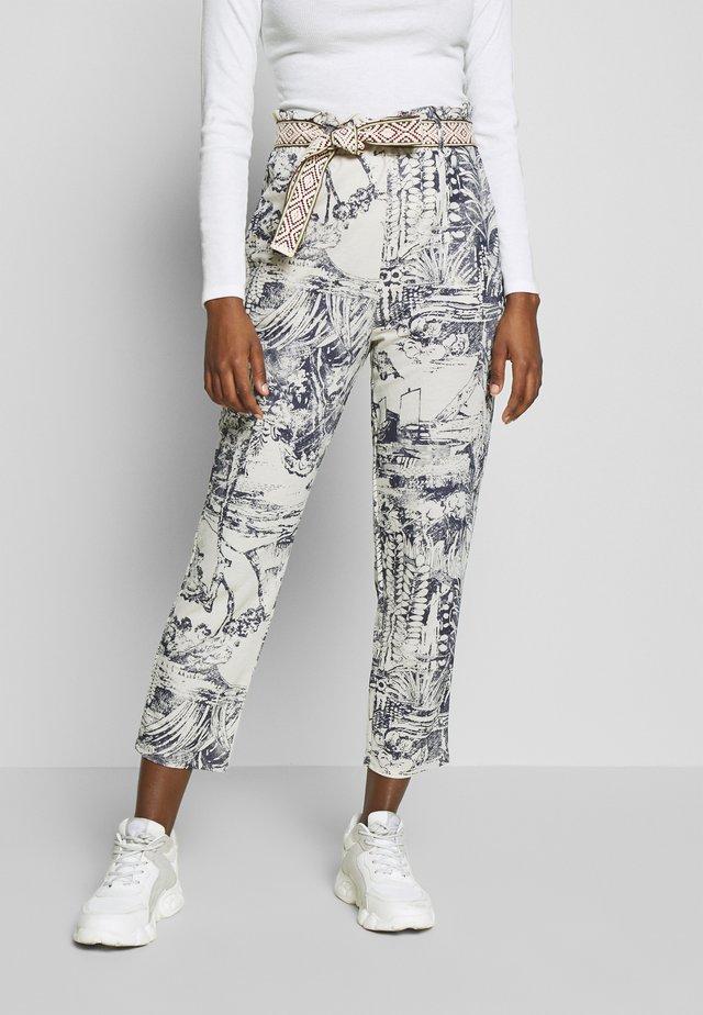 PANT TROPICAL - Spodnie materiałowe - crudo