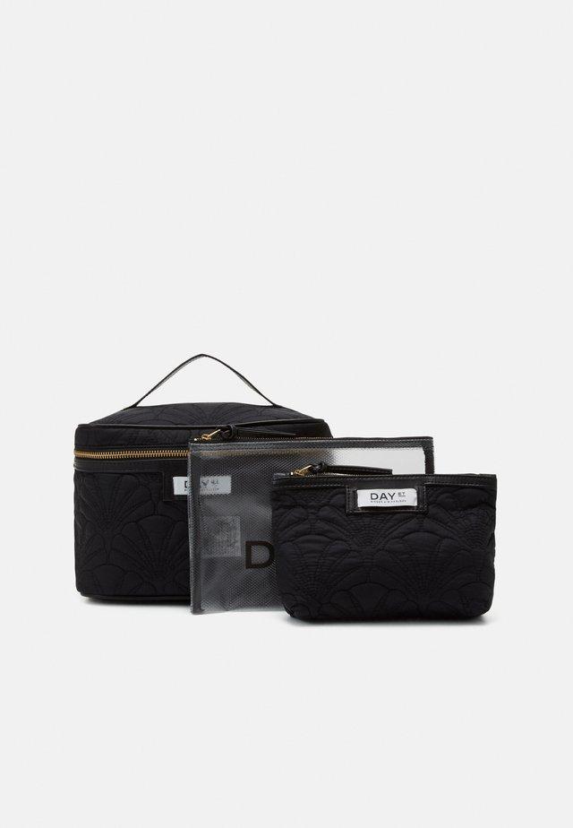 GWENETH Q FAN TONE SET - Wash bag - black