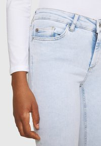ONLY - ONLBLUSH LIFE MID RAW  - Jeans Skinny Fit - light blue - 4