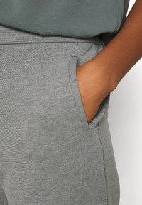 ONLY - ONLPOPTRASH LIFE STRIKE PANT - Trousers - medium grey melange - 3