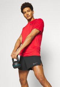 Nike Performance - SHORT - Sportovní kraťasy - black/iron grey - 3