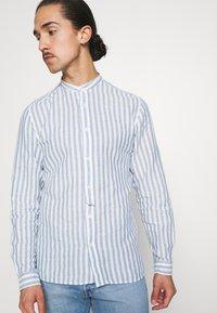Springfield - MAO STRIPE - Shirt - medium blue - 3