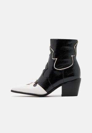 VISTA - Cowboy/biker ankle boot - black/white