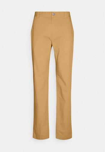 ETHAN BLEND PANT - Chino kalhoty - beige/camel