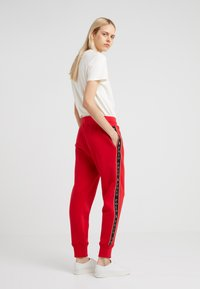 Polo Ralph Lauren - SEASONAL - Tracksuit bottoms - red - 2