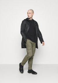 Topman - TECH BUNGEE - Cargo trousers - khaki - 1