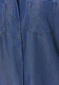 TOM TAILOR - BLOUSE WITH DENIM LOOK - Button-down blouse - dark stone wash denim - 2